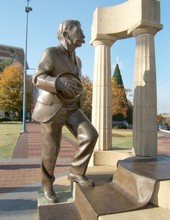 coubertin_statue1